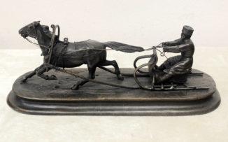 Бронзовая кабинетная скульптура «Крестьянин на санях»