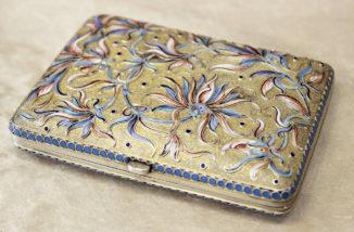 Старинный серебряный портсигар с расписной эмалью