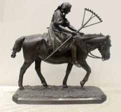 Бронзовая скульптура «Крестьянка с граблями на лошади»