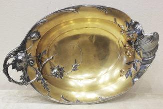 Серебряная конфетница с вишней и чертополохом в стиле модерн