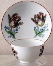 чайная пара с изображением цветов