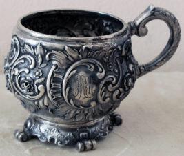 Серебряная кружка в стиле рококо