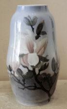 ваза с изображением цветов