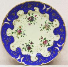 Старинная тарелка с изображением цветов