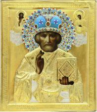 Старинная икона «Николай Чудотворец» с предстоящими Спасителем и Пресвятой Богородицей в серебряном окладе с эмалью