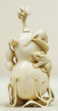 Окимоно в виде флакончика с ложечкой в форме тыквы-горлянки с ползающими по ней мышками