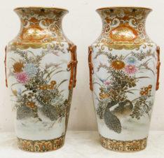 Парные вазы с изображением жанровых сцен, цветов и птиц киви