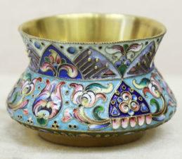 Старинная солонка с полихромной эмалью и зернью в русском стиле
