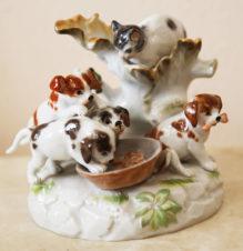 Старинная статуэтка «Кот и собаки»