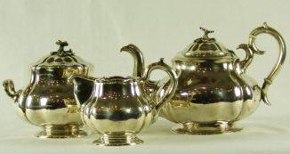 Серебряный чайный сервиз из трех предметов