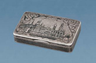Серебряная табакерка с чернью с видами Московского Кремля