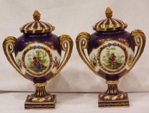 старинные парные вазы