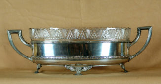 Большая серебряная ваза-фруктовница с хрустальной вставкой в классическом стиле