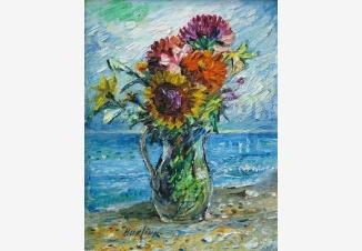 Букет полевых цветов на фоне океана
