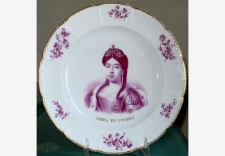 Тарелка с портретом цесаревны Анны Петровны