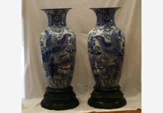 Пара ваз с орлами