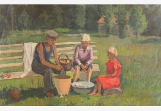 Дети чистят грибы