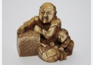 нэцке «Отец с сыном»