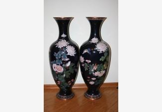 Пара ваз с хризантемами- клуазоне
