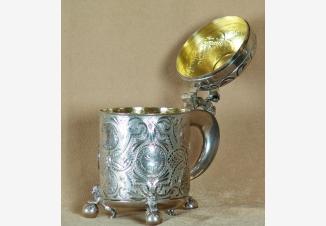Кружка пивная с впаянными серебряными монетами XVII века