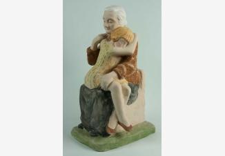 Бабушка с внучкой — фарфоровая статуэтка советского периода