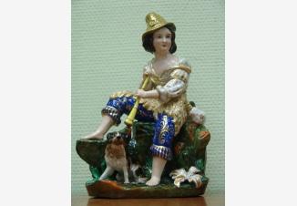 Статуэтка «Пастушок, сидящий с дудочкой в руках»