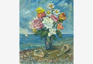 Цветы и раковины на берегу